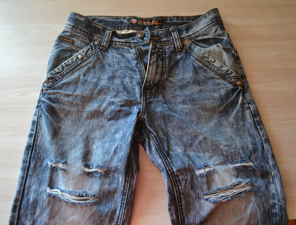how to cut your old jeans into shorts diy jeans shorts