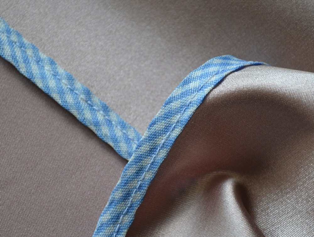 How to Attach Double Bias Tape to Fabric | Bias Binding Tutorial